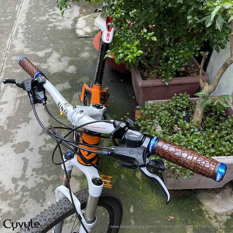 Tay nắm xe đạp bọc da cá sấu cao cấp tcb950 - 4