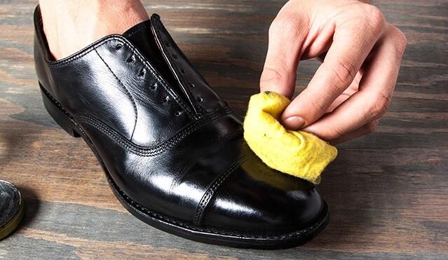Những sai lầm không ngờ khiến giày bạn bị hỏng nhanh chóng - 1