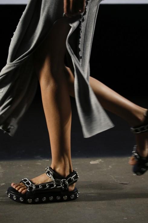Khám phá những mẫu giày da sành điệu của quý bà - 2