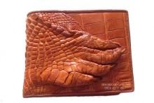 Một số cách nhận biết ví da cá sấu thật - 2